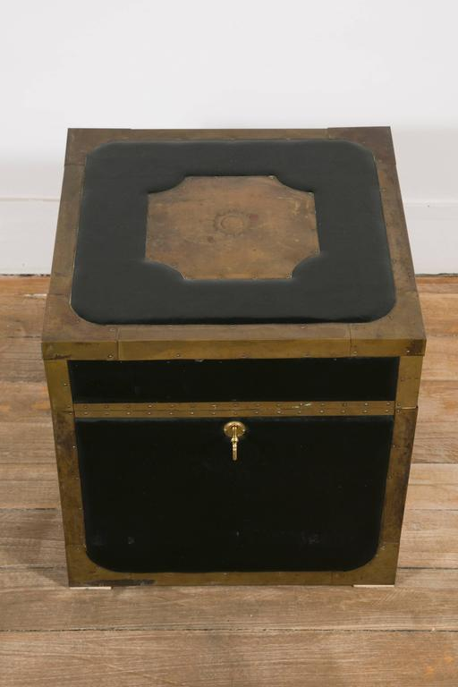 English Attractive Pair of Leather and Brass Trunk Tables For Sale