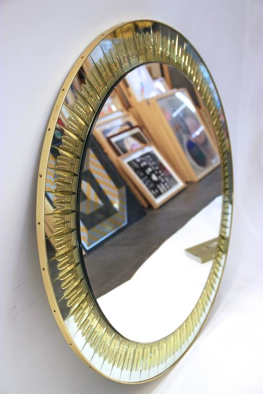Cristal Art, round wall mirror. Structure golden brass and decorative golden brass sheets, circa 1970, Italy. Measures: Height 98 cm, diameter 98 cm, depth 2cm.