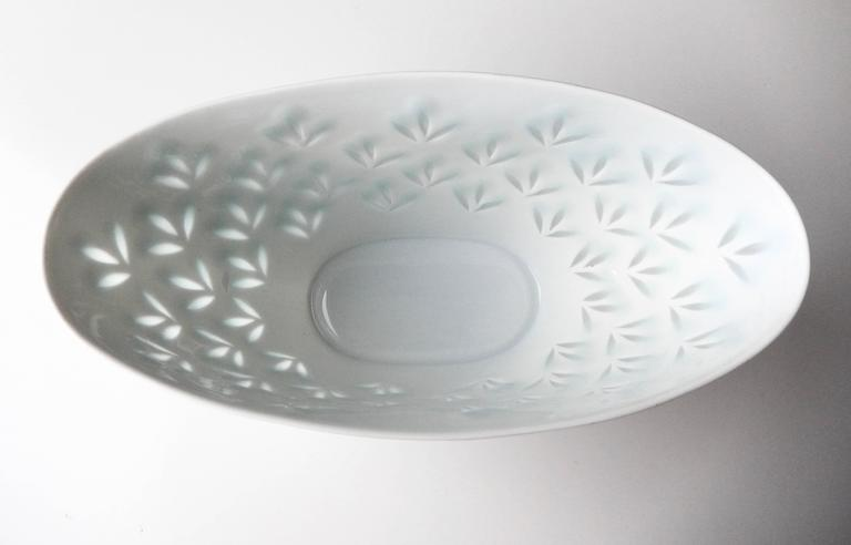 Finnish Modern Porcelain Bowl for Arabia by Friedl Holzer Kjellberg For Sale