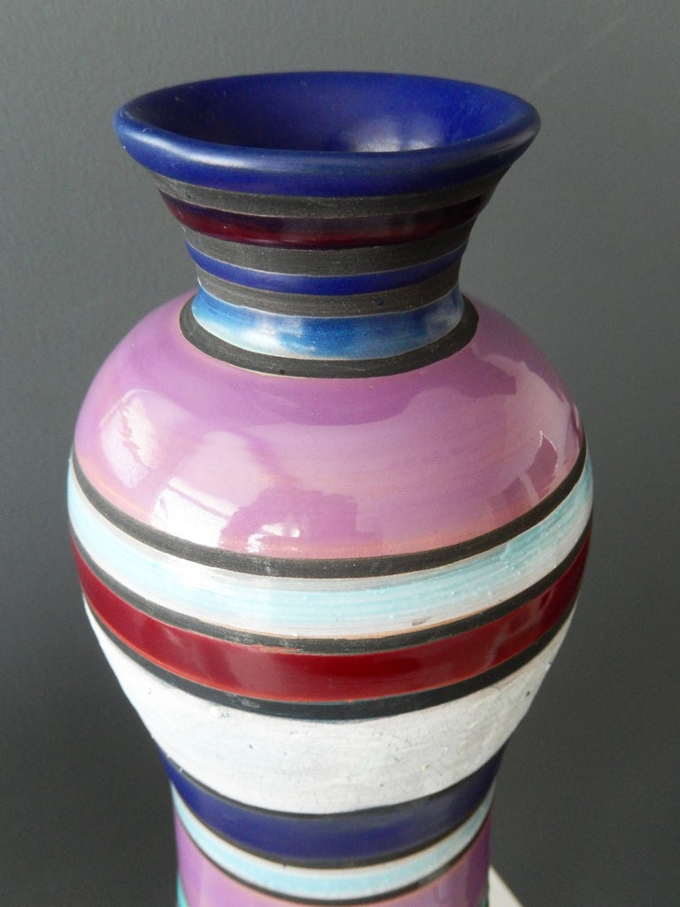 A tall, imposing midcentury vase, design attributed to Memphis founder Ettore Sottsass (1917-2007) for Bitossi Ceramics and imported by Raymor. This design is from the Rochetto series, 1955-1959. Decorated with bands of richly-colored violet and