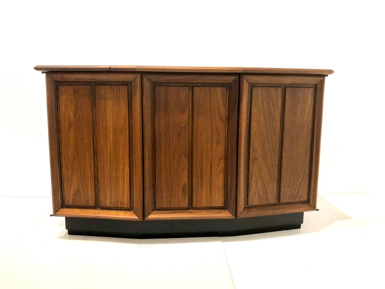 Mid Century Modern Striking Small American Midcentury Walnut Console Stereo Cabinet By The Fisher For