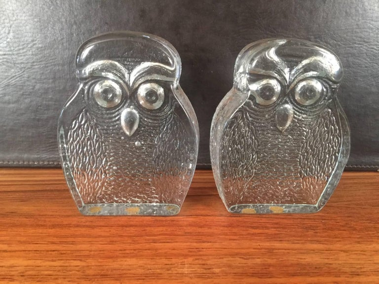 North American Pair of Midcentury Glass Owl Bookends by Blenko For Sale
