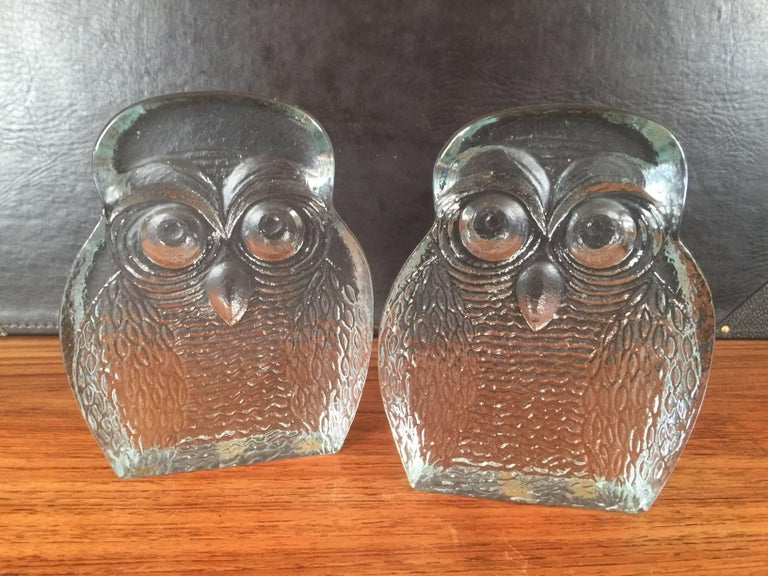 20th Century Pair of Midcentury Glass Owl Bookends by Blenko For Sale