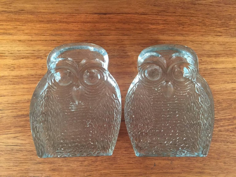 Blown Glass Pair of Midcentury Glass Owl Bookends by Blenko For Sale