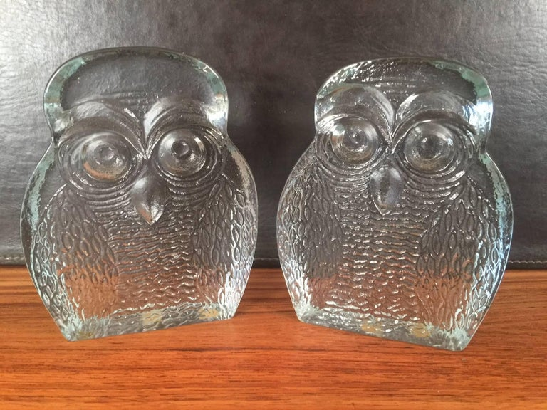 Midcentury pair of handblown owl bookends by Blenko, circa 1960s. The bookends are heavy and solid with a smooth back side a finish and a textural finish on the front. Very cool decorative item.