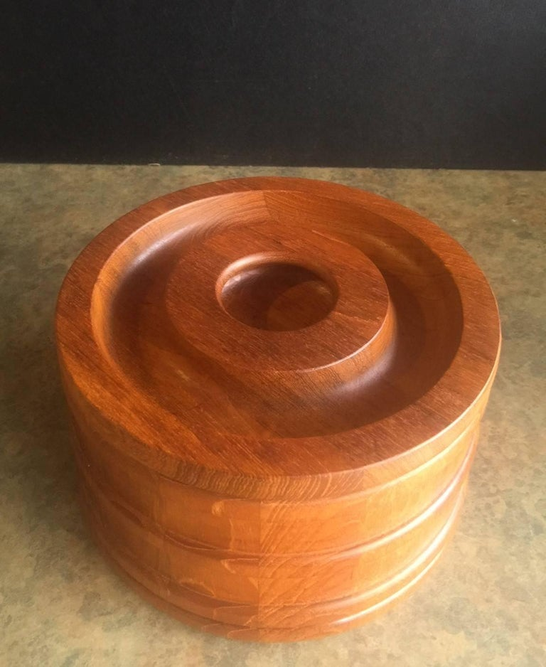 Danish Staved Teak Banded Ice Bucket by Jens Quistgaard for Dansk IHQ In Excellent Condition For Sale In San Diego, CA