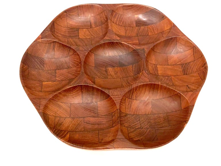 Beautiful simple design on this solid teak thick condiment / nuts tray, circa 1950s. With seven compartment capacity.