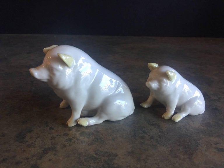 20th Century Pair of Porcelain Miniature Pigs by Belleek For Sale
