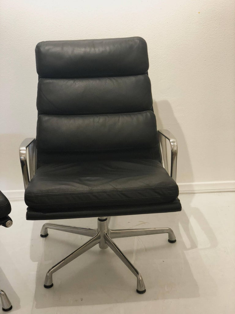 Eames Soft Pad Executive Aluminum Group Chair & Ottoman by Herman Miller In Excellent Condition For Sale In San Diego, CA