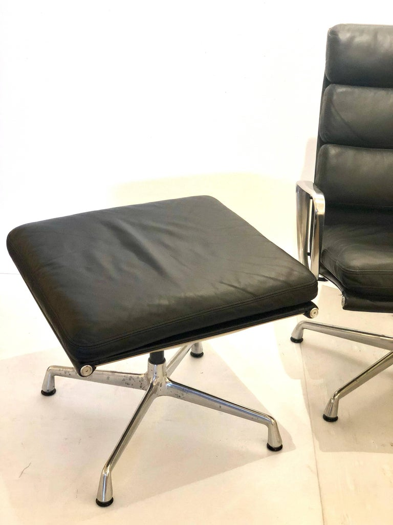 20th Century Eames Soft Pad Executive Aluminum Group Chair & Ottoman by Herman Miller For Sale