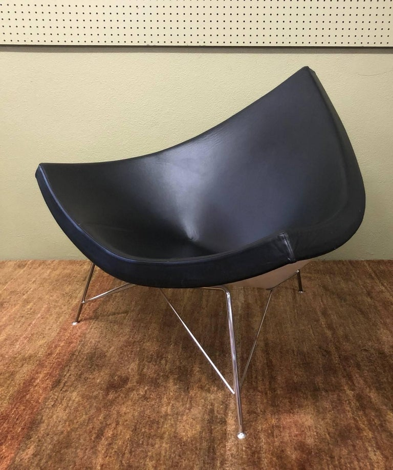 Named for its shell-fragment shape that invites lounging in a variety of positions, the Coconut Chair is clever in how it integrates seat, back and arms into one simple form. This is an authentic Coconut chair by George Nelson for Herman Miller made