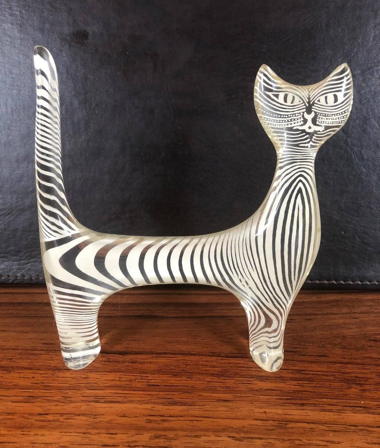 Midcentury Lucite Cat Sculpture by Abraham Palatnik In Excellent Condition For Sale In San Diego, CA