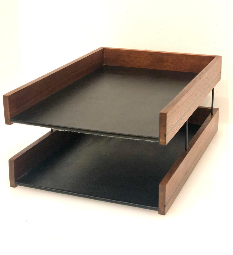 Mid-Century Modern American Walnut Modernist Paper Tray In Excellent Condition For Sale In San Diego, CA