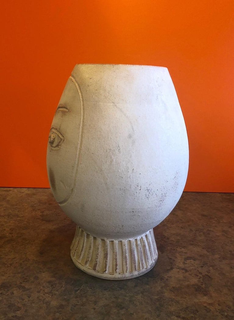 Figural Pottery Vase in the Style of Pablo Picasso In Good Condition For Sale In San Diego, CA