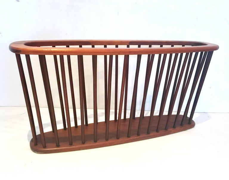 Midcentury Solid Walnut X Large Magazine Rack by Arthur Umanoff In Excellent Condition For Sale In San Diego, CA