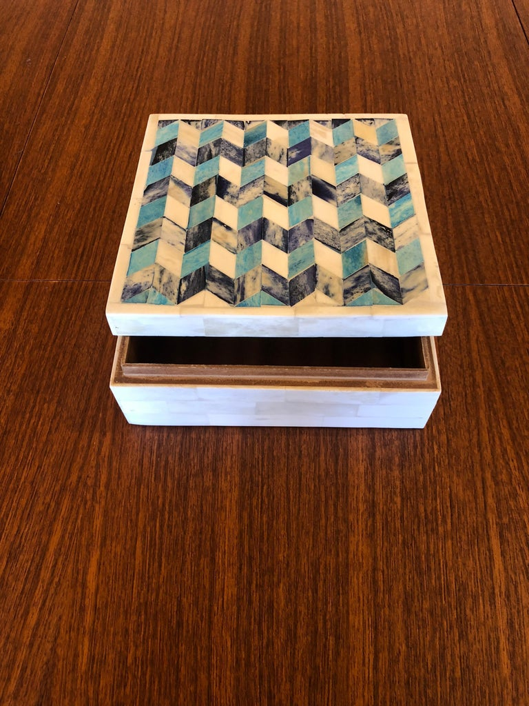 Geometric Tessellated Stone Square Box In Good Condition For Sale In San Diego, CA