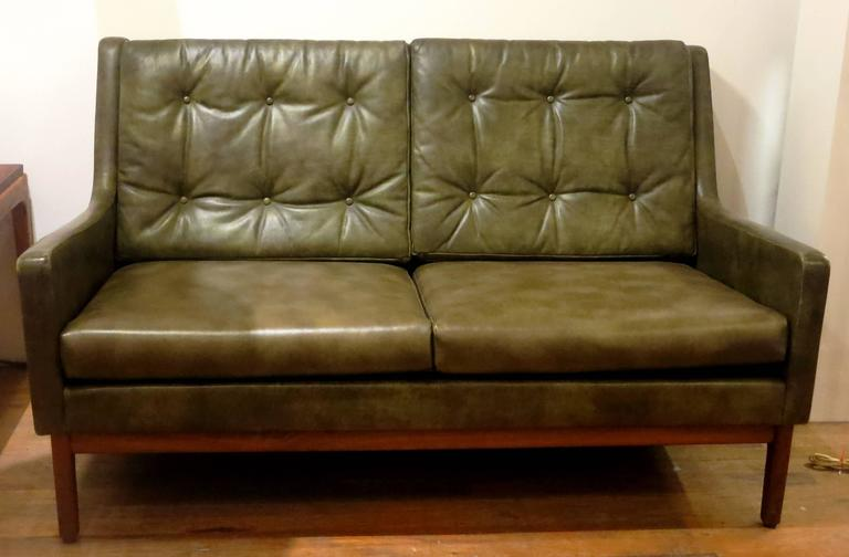 Peachy Rare 1950S American Mid Century Modern Leather Loveseat By Gunlocke Dailytribune Chair Design For Home Dailytribuneorg