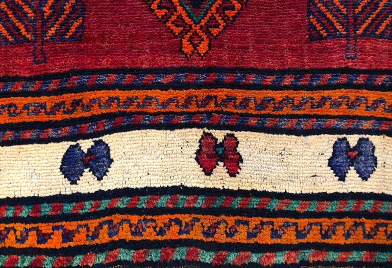 Persian Hand-Knotted Tribal Red Shiraz Rug In Excellent Condition For Sale In San Diego, CA