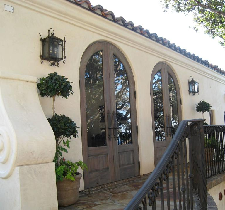 Exterior Iron Wall Mount  In Excellent Condition For Sale In Encinitas, CA