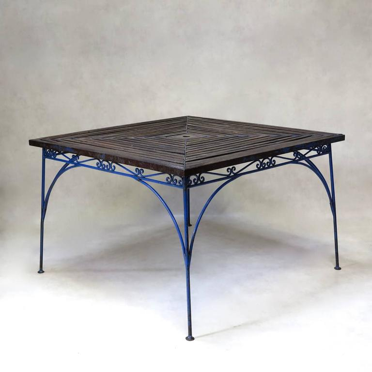 Lovely French 1930s Wrought Iron and Wood Garden Table with Four Armchairs In Good Condition For Sale In Isle Sur La Sorgue, Vaucluse