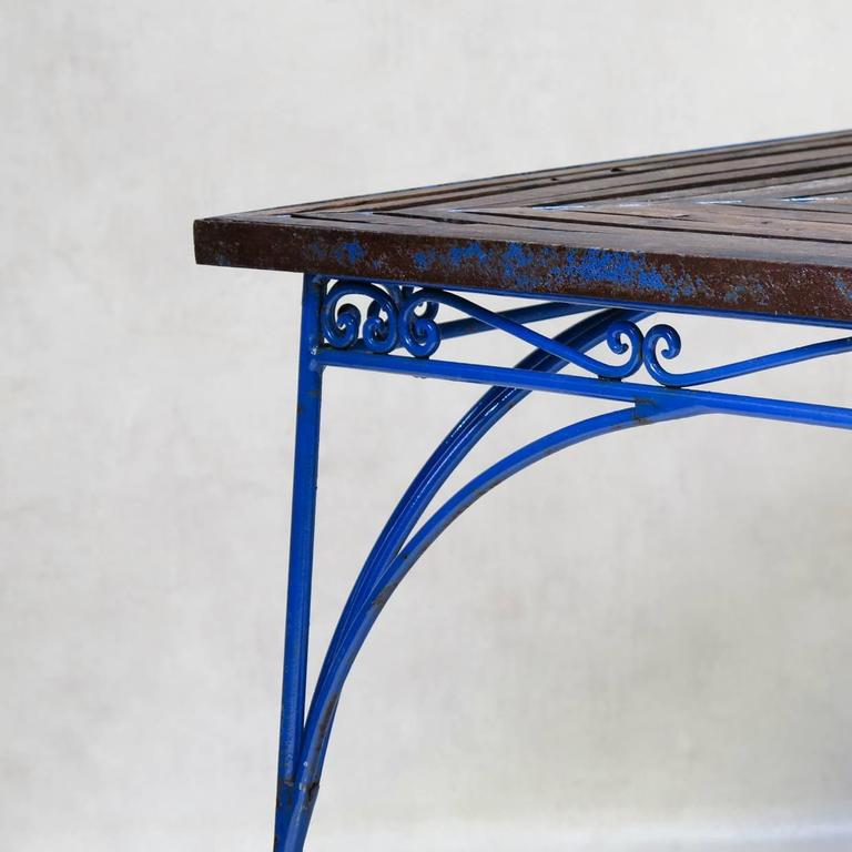 20th Century Lovely French 1930s Wrought Iron and Wood Garden Table with Four Armchairs For Sale