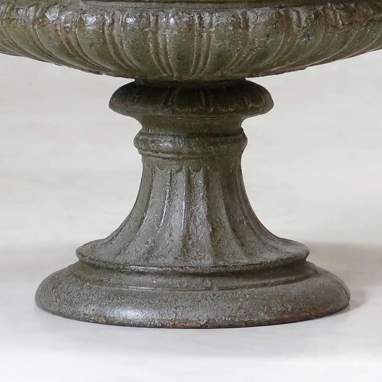 Elegant Pair of French Cast Iron Urns, circa 1850 For Sale 1