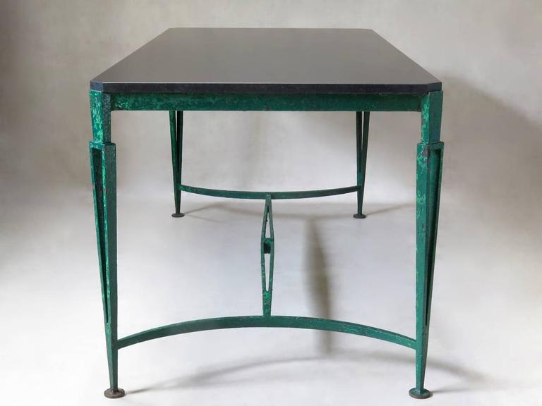 French 1940s Art Deco Iron and Granite Table In Excellent Condition For Sale In Isle Sur La Sorgue, Vaucluse