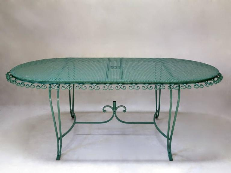 French 1950s Painted Iron Garden Set In Excellent Condition For Sale In Isle Sur La Sorgue, Vaucluse
