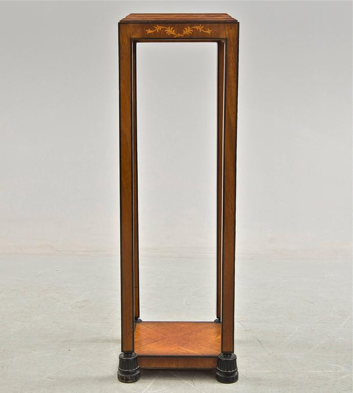 Swedish grace style pedestal. Mahogany with inlay. Sweden, circa 1920-1930.
