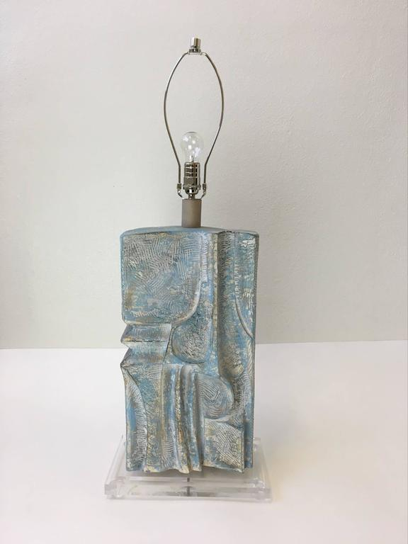 Burlap Brutalist Acrylic and Plaster Table Lamp by Casual Lamps For Sale