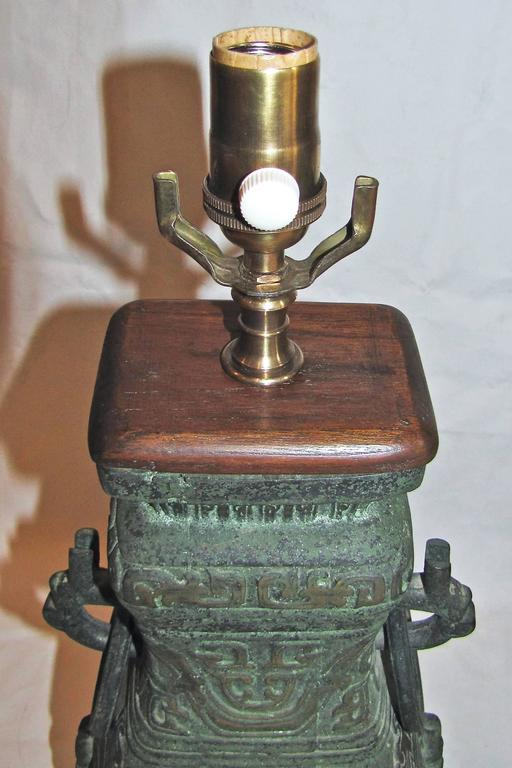 Single James Mont Style Asian Bronze Lamp For Sale 3