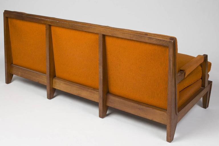 Rare 1940s three-seat sofa in walnut. Elegant design and highly refined finishes. The structure is in good condition, the upholstery need to be redone.