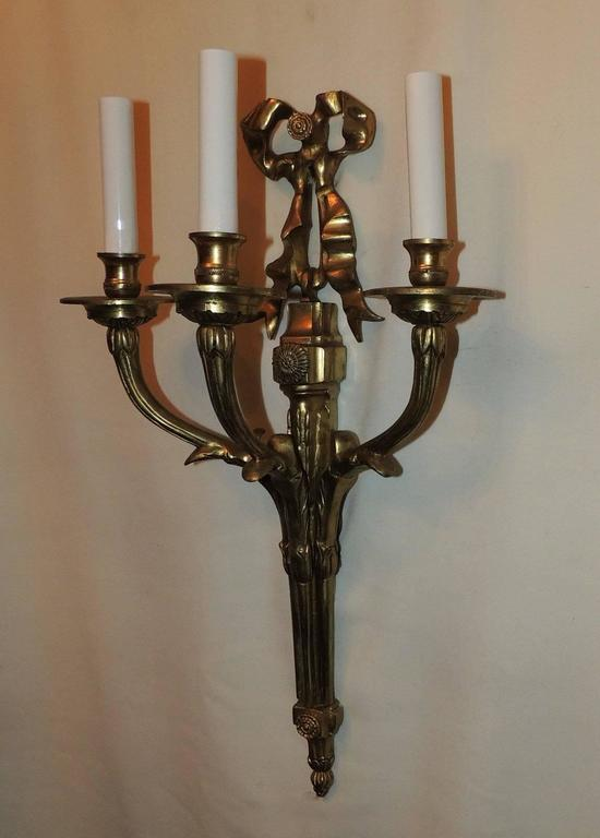 Elegant Set 6 French Gilt Bronze 3 Pair Bow Top Rosette 3 Arm Filigree Sconces In Good Condition For Sale In Roslyn, NY