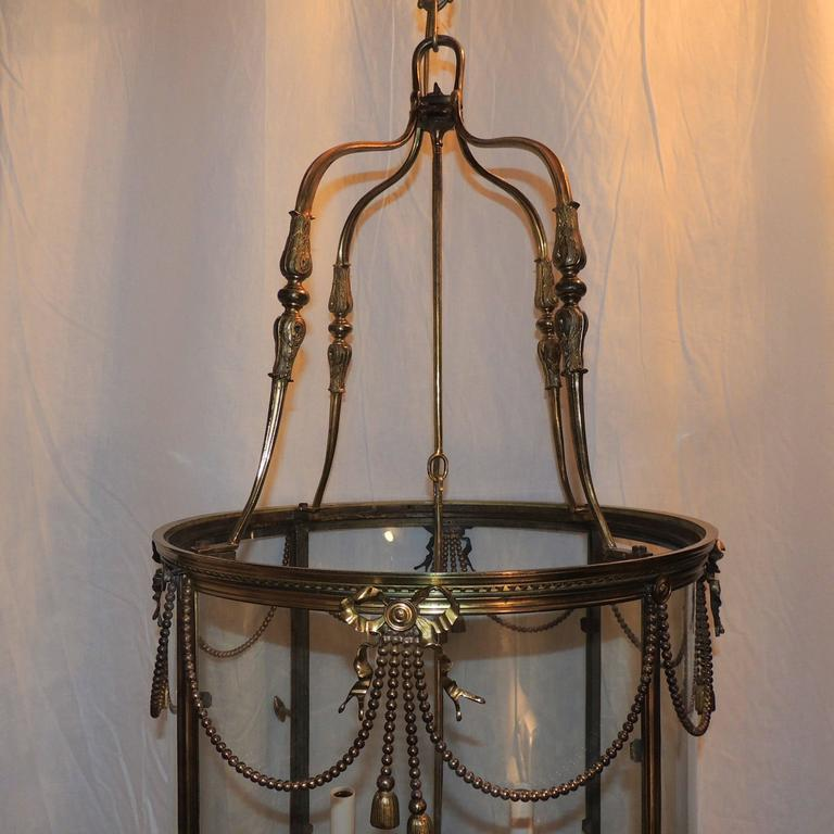 Palatial Large French Louis XVI Gilt Bronze Ribbon & Bow Swag Lantern Chandelier In Good Condition For Sale In Roslyn, NY