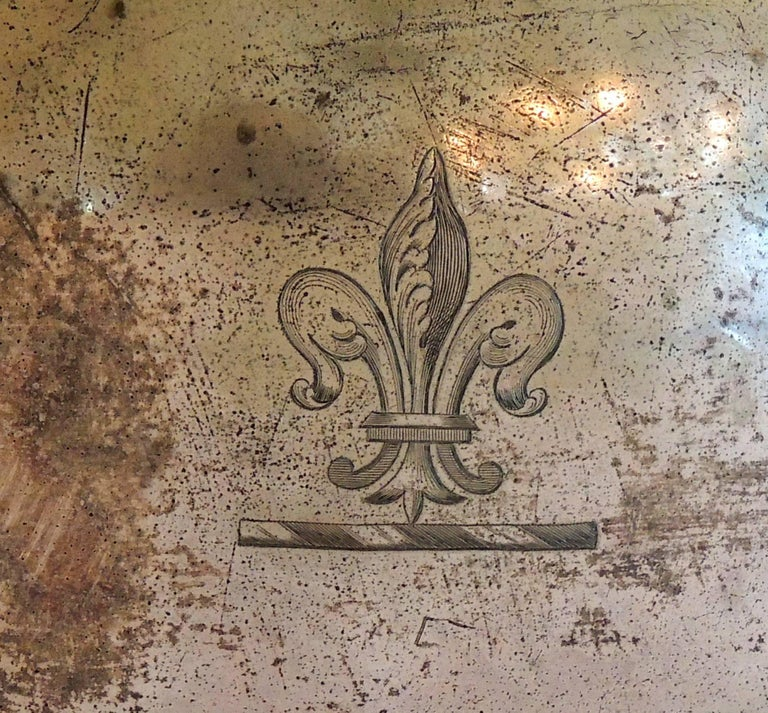 A wonderful silver plated extra large antique serving meat food turkey dome / cover, in the Victorian style, finished with a wonderful fleur de lis crest on one side, unfortunately there are a few dents on this fantastic piece.