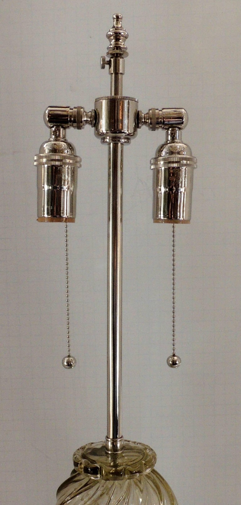Mid-Century Modern Pair of Italian Venetian Swirl Murano Glass Deco Lamps In Good Condition For Sale In Roslyn, NY
