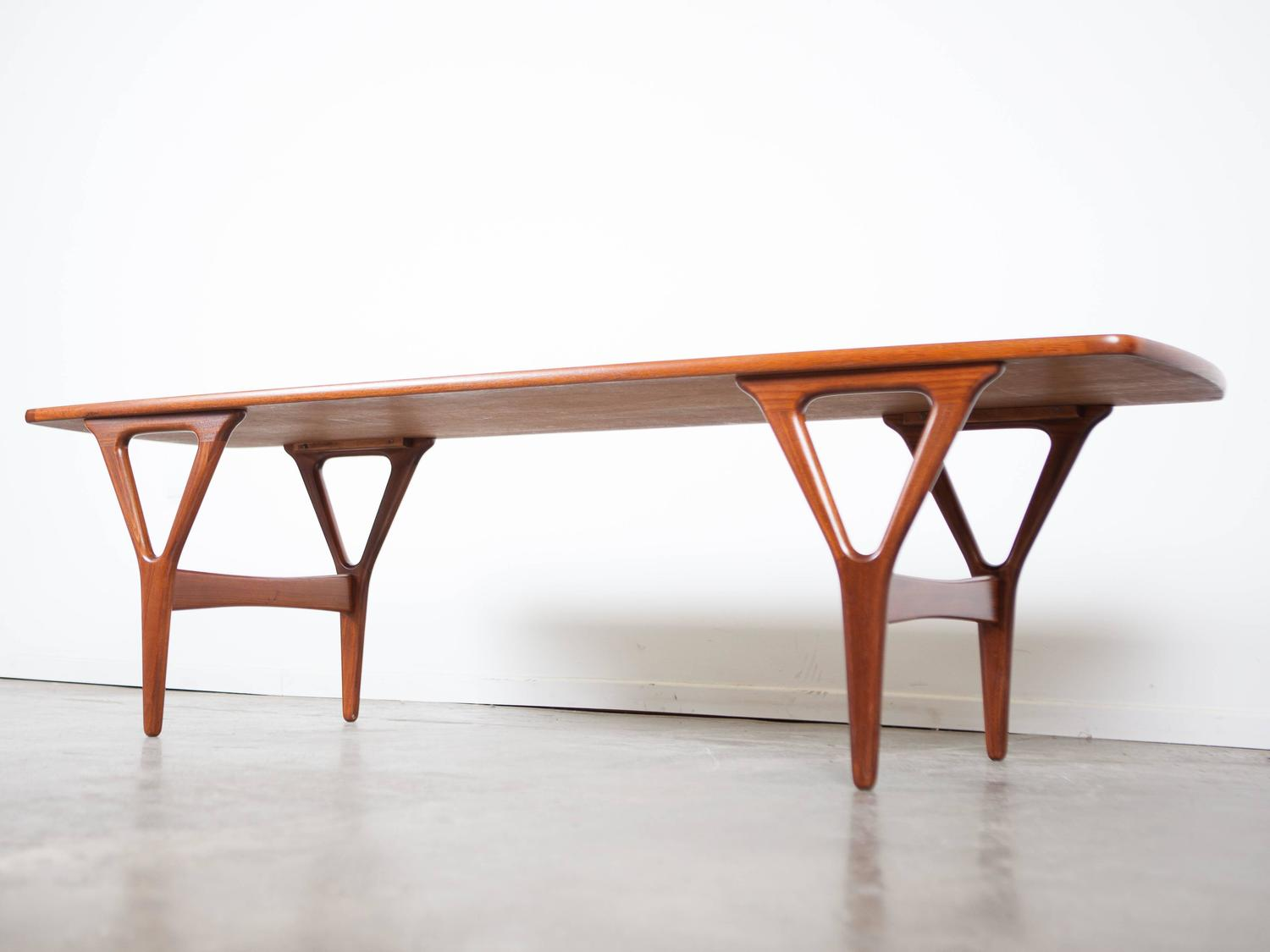 Sleek mid century rosewood coffee table for sale at 1stdibs Sleek coffee table
