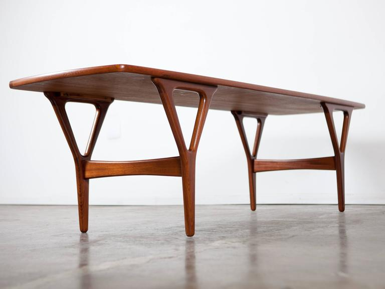 Sleek mid century rosewood coffee table at 1stdibs Sleek coffee table
