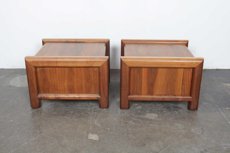 Mid-Century Modern Pair of Matching Walnut 1970s Chunky End Tables For Sale