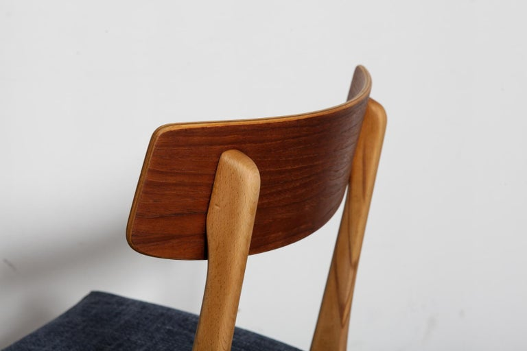 Set of 4 Teak and Beech 1950s Danish Modern Dining Chairs with Navy Seats For Sale 3