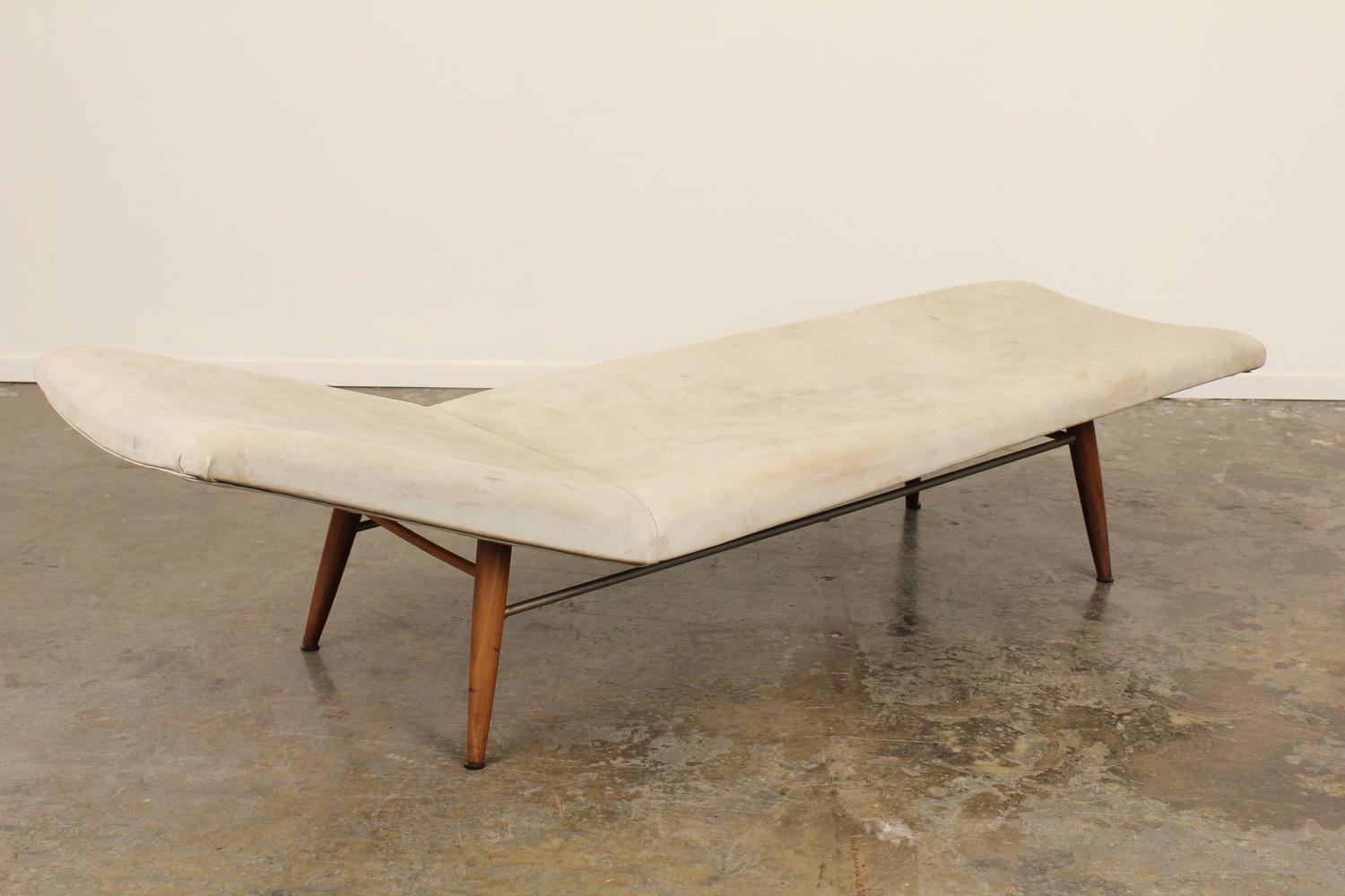 Mid century leather chaise longue for sale at 1stdibs for Chaise longue 200 cm