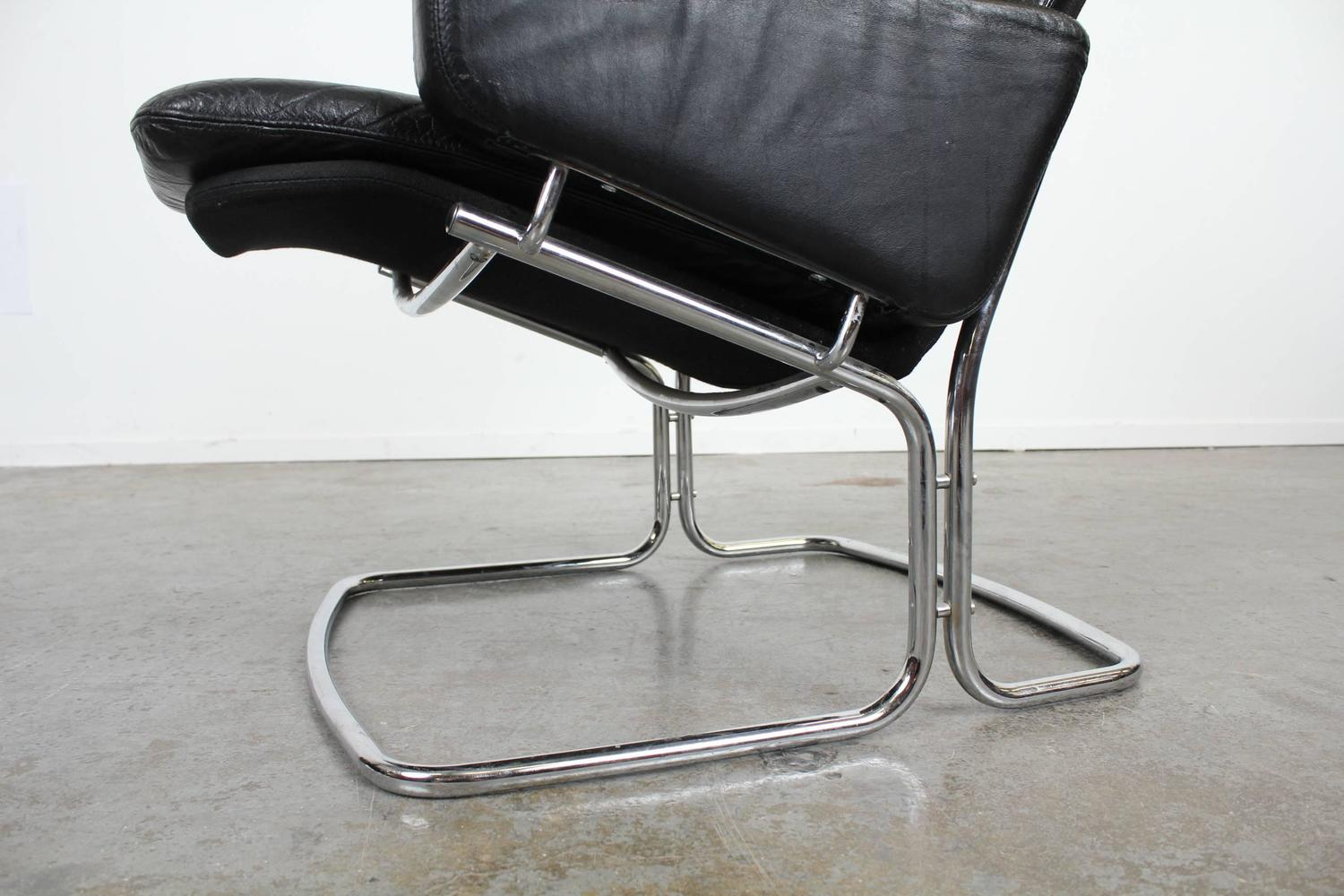 Pair Of Mid Century Modern Black Leather And Chrome Chairs At 1stdibs