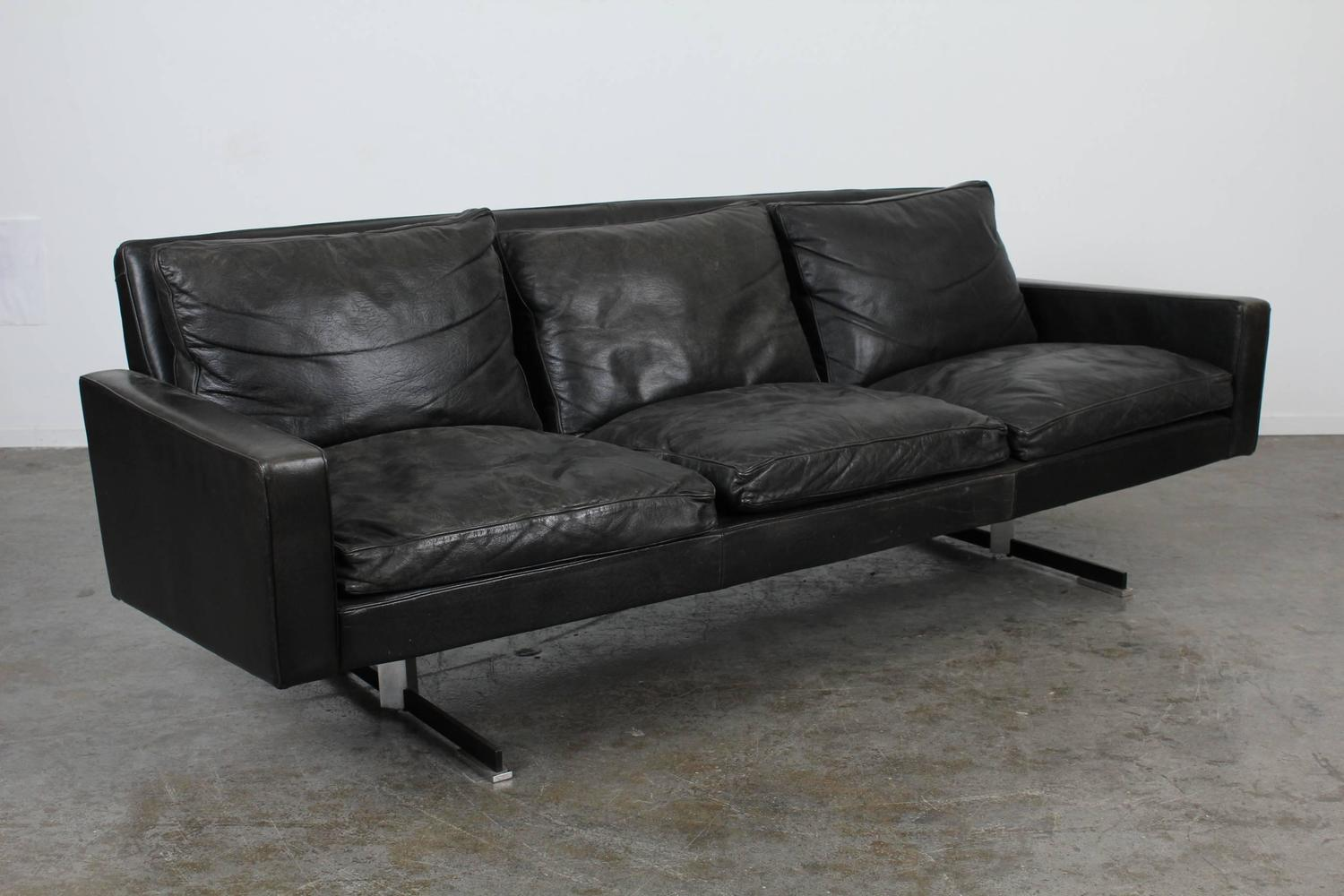 mid century modern black leather sofa with chrome legs for sale at 1stdibs. Black Bedroom Furniture Sets. Home Design Ideas