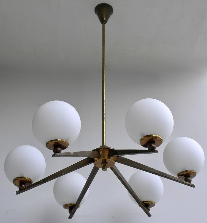 Mid-Century Modern Italian Chandelier in Brass with Opaline Glass Balls, Italy, 1950s For Sale