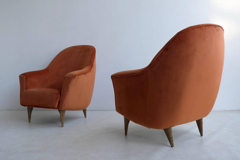 Mid-20th Century Pair of Armchairs in Red Terra Velvet, Italy, 1950s For Sale
