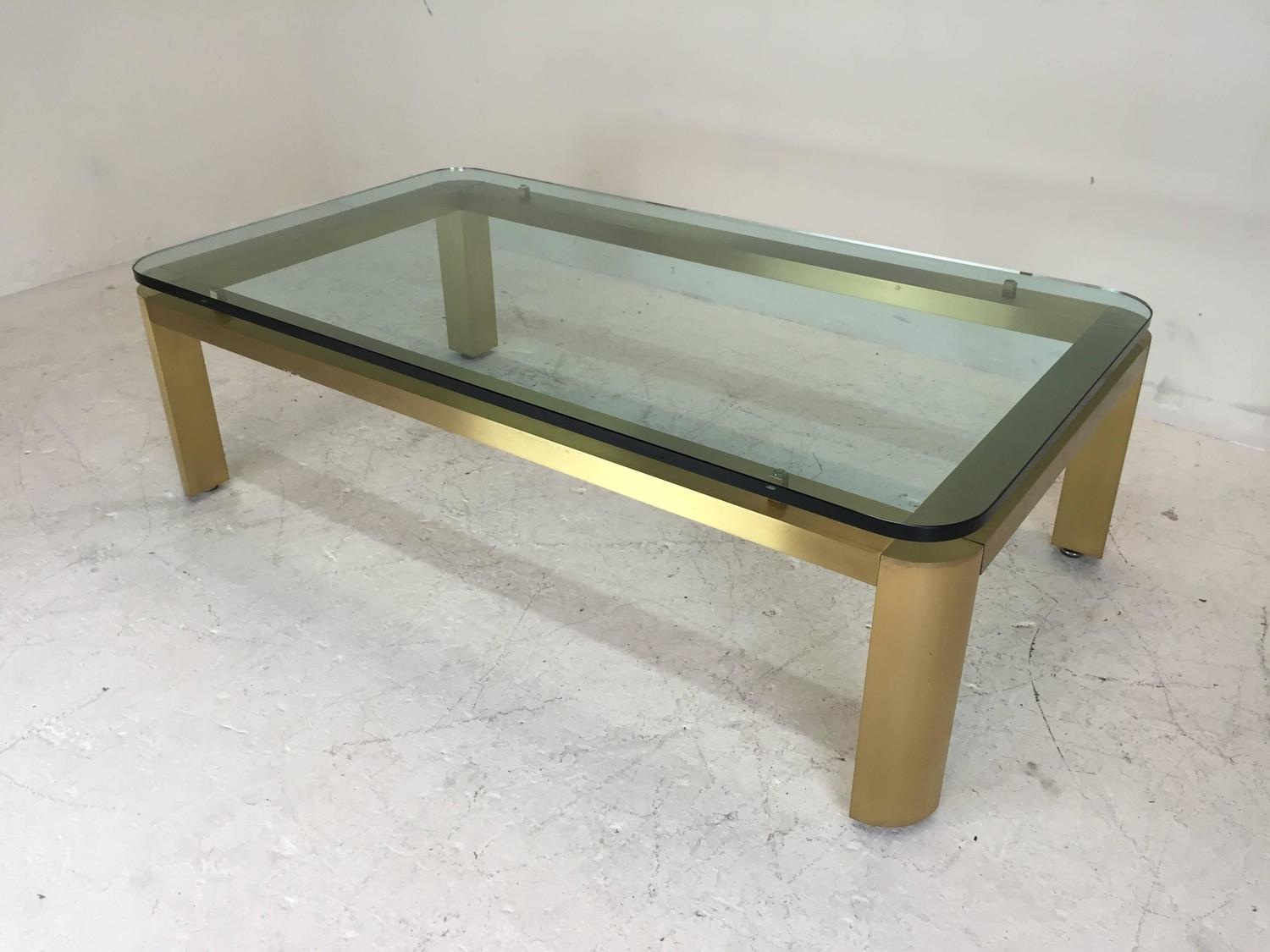 stylish 1970s brushed brass coffee table with round corners for sale at 1stdibs. Black Bedroom Furniture Sets. Home Design Ideas