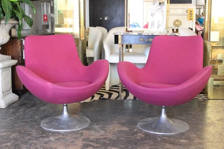 Pair of 1960s Mod Tulip Base Swivel Chairs at 1stdibs