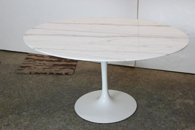 Oval Carrara Marble Tulip Side Table by Saarinen for Knoll 2