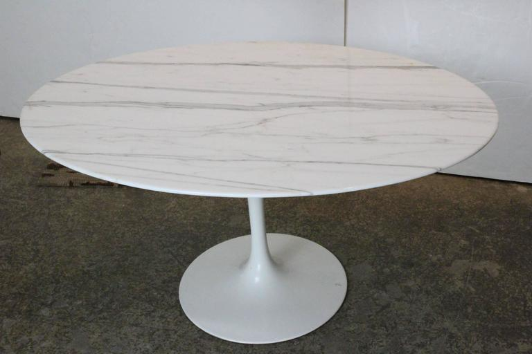 Oval Carrara Marble Tulip Side Table by Saarinen for Knoll 4