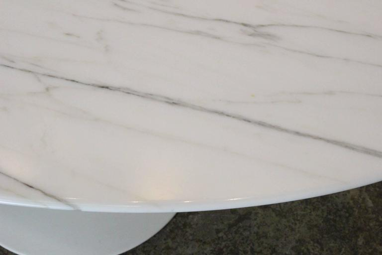 Oval Carrara Marble Tulip Side Table by Saarinen for Knoll 3